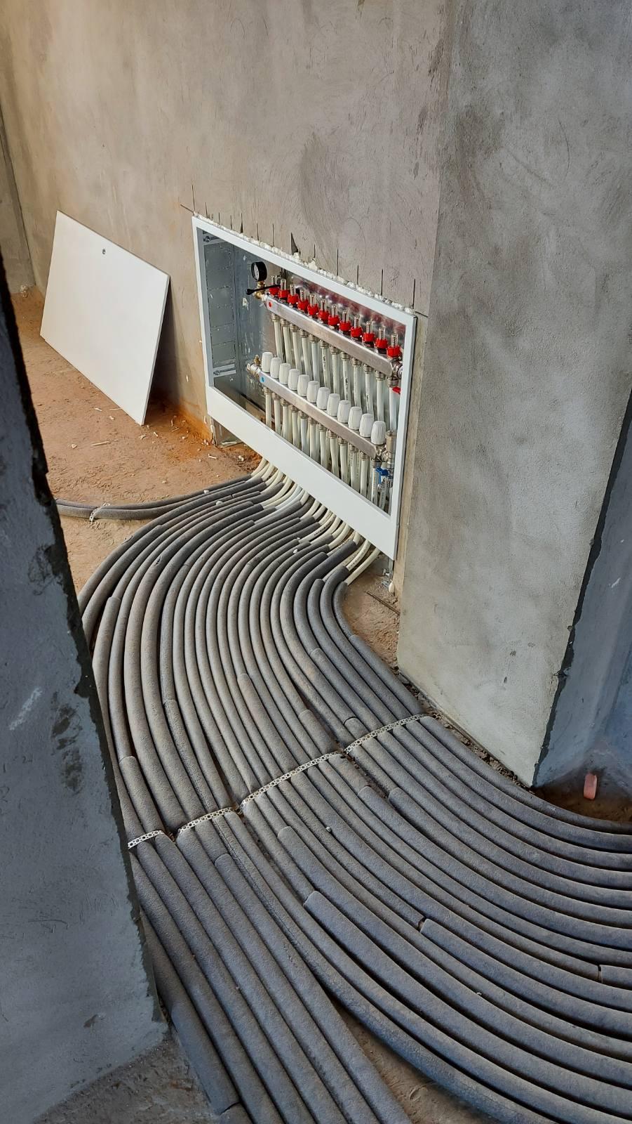 Коллекторный блок с рассходомерами для лучевой системы отопления